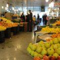 تصویری از اقدام جالب آقای میوه فروش با معرفت