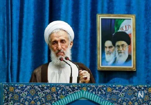 امام جمعه تهران در ایستگاه صلواتی مشغول پخش نذری