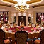 اخذ حق سرویس رستوران غیر قانونی شد