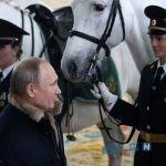 اسب سواری پوتین با زنان پلیس رسانه ای شد!