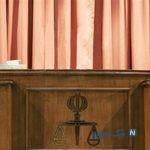 پوشش عجیب یک خانم در جلسه دادگاه حسین هدایتی
