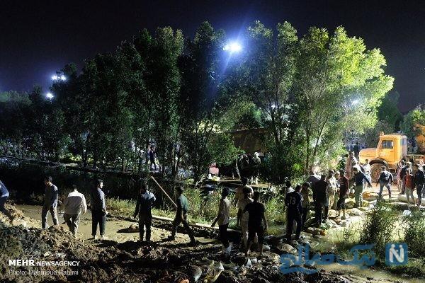 تلاش شبانه مردم برای احداث سیل بند در اهواز