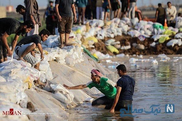 تلاش جوانان برای ساخت سیل بند در خوزستان