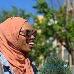حرکات عجیب دختر محجبه مقابل ضد مسلمانان سوژه شد!