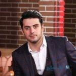 حضور علی ضیا در ورزشگاه آزادی بین تماشاگران پرسپولیس