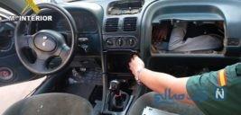 تصاویری عجیب از قاچاق انسان در داشبورد و موتور خودرو