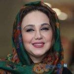 بهنوش بختیاری بازیگر زن ایرانی در حال پاک کردن سبزی