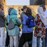 تصویری جالب از توریست های اروپایی سوار بر نیسان در شیراز