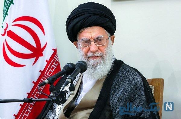 تصویری دیده نشده از رهبر بر سر مزار شهید بهشتی