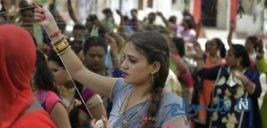 مراسم زنان هندی برای طول عمر همسرانشان + تصاویر