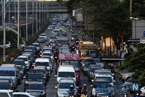 رانندگی با ماشین اسباب بازی در خیابان شلوغ خبرساز شد!