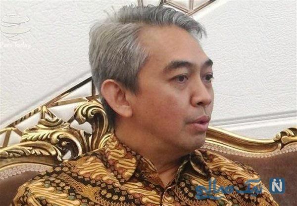 سفیر اندونزی در مسجد جمکران در حال نماز خواندن