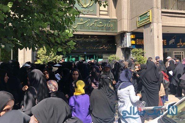 تجمع معلمان حق التدریس در مقابل ساختمان وزارت آموزش و پرورش
