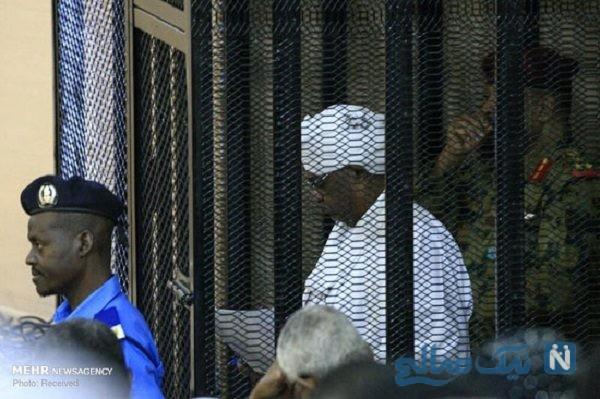 تصاویری از رئیس جمهور سابق سودان در قفس محاکمه