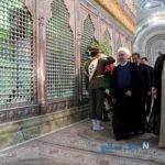 روحانی در مرقد امام در حال خواندن فاتحه به آیت الله هاشمی رفسنجانی