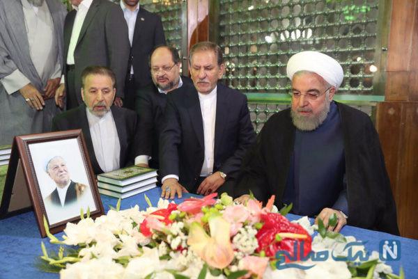 روحانی در مرقد امام