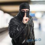 سرقت بسیار ماهرانه از کیف فردی در کلیسا هنگام اعتراف