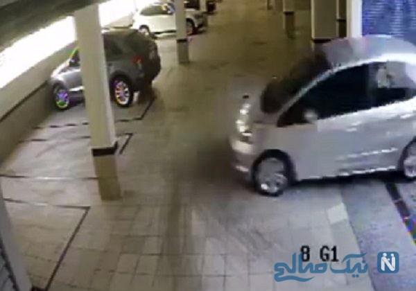 نحوه ورود ماشین به پارکینگ