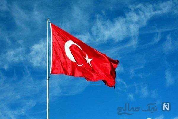 پرچم ترکیه در ورزشگاه تبریز چه می کرد؟