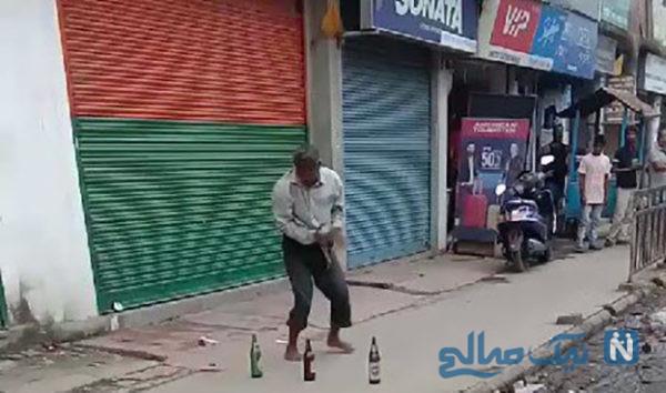 استعداد عجیب مرد هندی و اجرای نمایش خیابانی