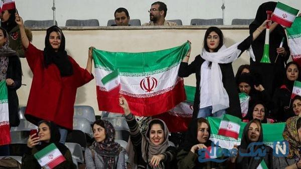 سلفی گرفتن دختران در ورزشگاه با نماینده فیفا در ایران