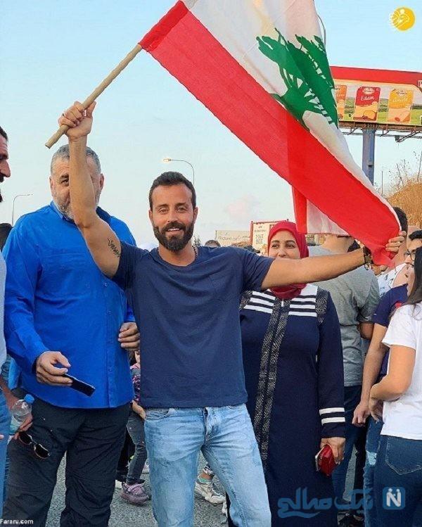 اعتراض در لبنان | شعار جالب یک جوان با استفاده از کارتون فوتبالیستها!