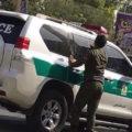 فیلم درگیری مأمور انتظامی با دختر جوان و توضیحات پلیس راجع به آن