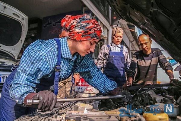 دو دختر مکانیک ایرانی که در تعمیرگاه کار میکنند