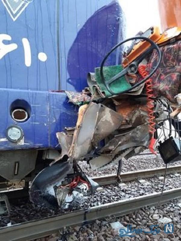 برخورد کامیون با قطار