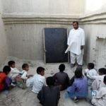 تصاویری تکان دهنده از گرم کردن کلاس درس روستایی با هیزم