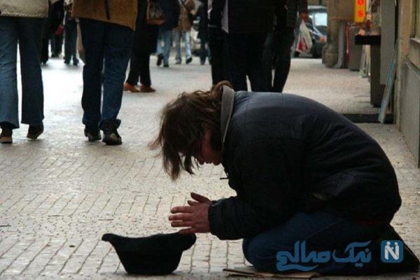 گدایی در خیابان مشغول بازی با گوشی لاکچری