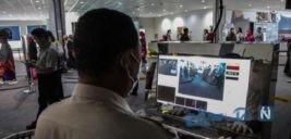 اسکن حرارتی بدن مسافران در فرودگاه اندونزی را ببینید
