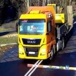 حادثه وحشتناک تصادف کامیون با بالگرد در خیابان