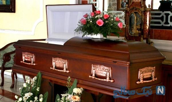 ماجرای عجیب حمله خانواده متوفی به جسد پدر در داخل تابوت!