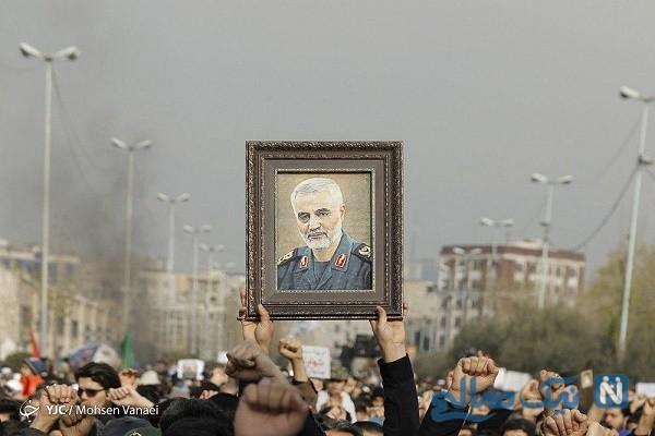 اشک های نمازگزاران تهرانی در راهپیمایی برای شهادت سپهبد قاسم سلیمانی