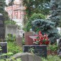 قبرستان عجیب اوباش روسیه با تیپ منحصر به فرد مردگان!