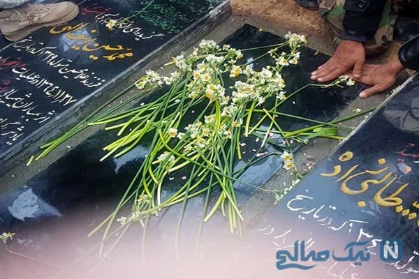 تصویر غم انگیز زیارت سرباز وطن از قبر سردار سلیمانی