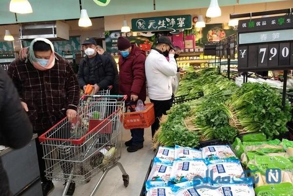 فریادهای عجیب مردم شهر ووهان چین برای مقابله با ویروس کرونا