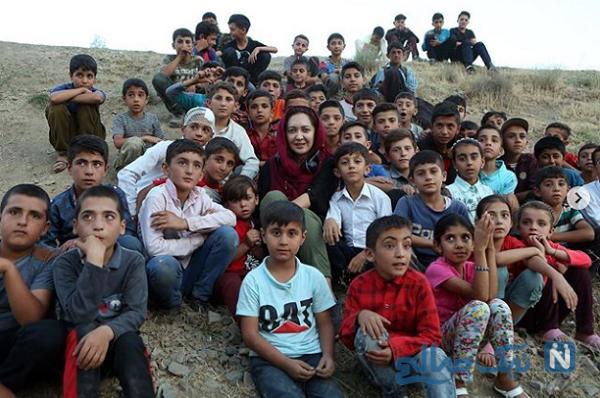 نیکی کریمی زلزله زدگان