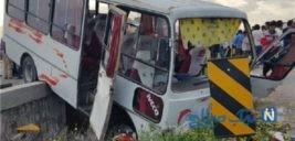 لحظه وحشتناک تصادف اتوبوس مدرسه و چپ شدن آن