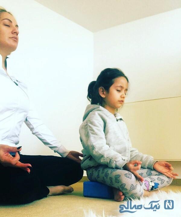 یوگای بازیگر زن و دخترش
