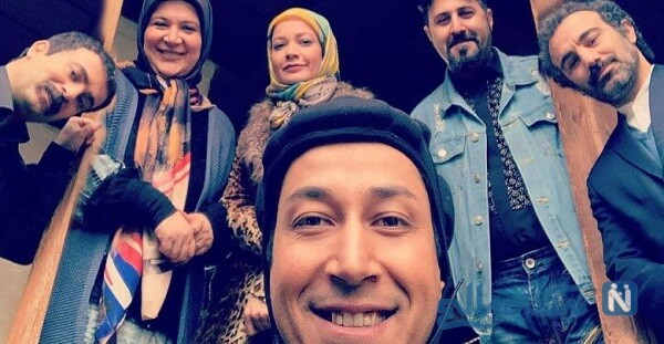 محسن تنابنده و سارا و نیکا بازیگران پایتخت در استخر توپ