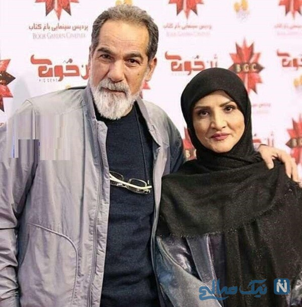 سینا مهراد و مادرش درکنار پدرش