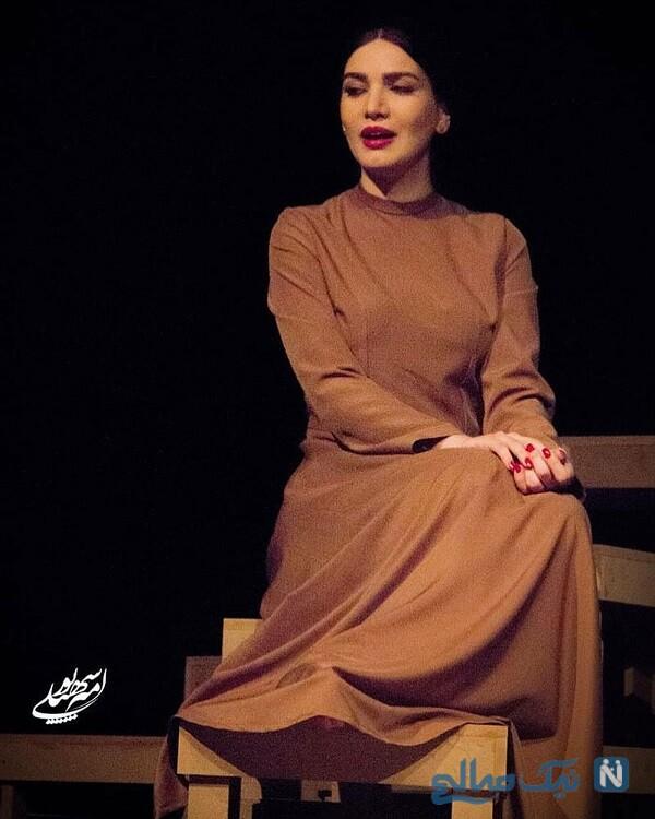 بازیگر زن در تئاتر