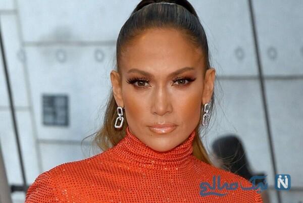 جنیفر لوپز خواننده زن ۵۱ ساله درکنار دخترانش