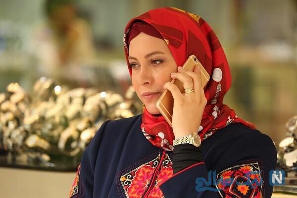سلفی فریبا نادری با تیپ جنجالی در آسانسور خانه اش