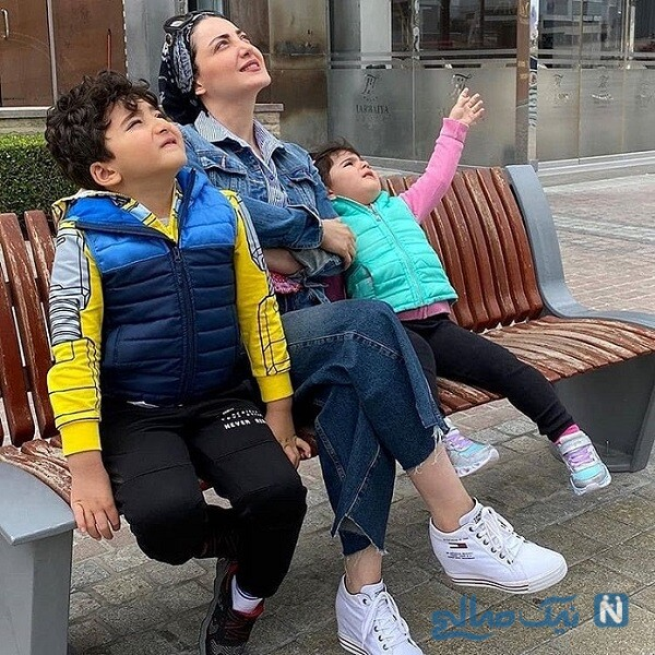 بازیگر زن و فرزندانش