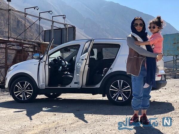 گردش یکتا ناصر و دخترش با خودرو لاکچری