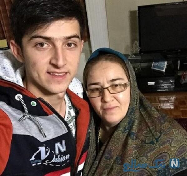 فوتبالیست جوان و مادرش