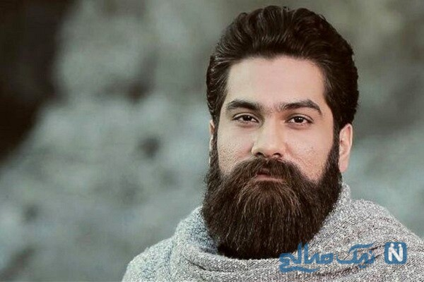 علی زند وکیلی خواننده معروف در کنار مادر و مادر بزرگش
